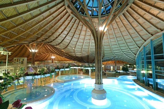 Solemar therme und saunalandschaft schwarzwald for Hotel design foret noire